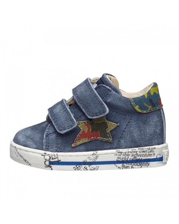 Sneaker in suede con patch stella